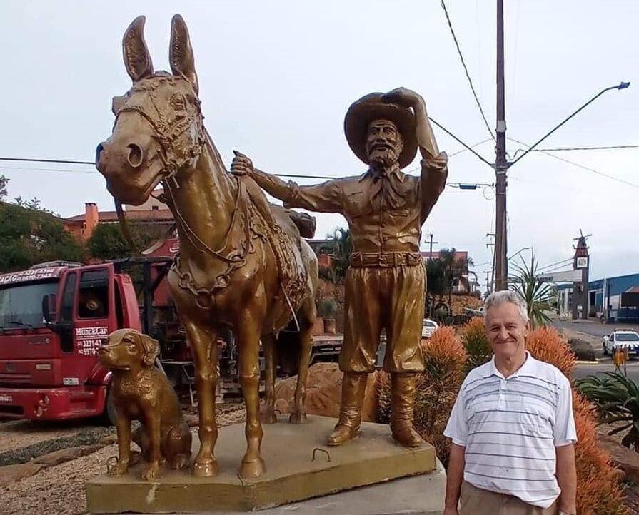 Carambeí ganha monumento dos tropeiros