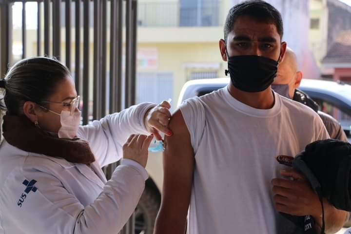 Saúde de Castro vacinou 2.989 pessoas entre 40 a 43 anos contra a Covid-19