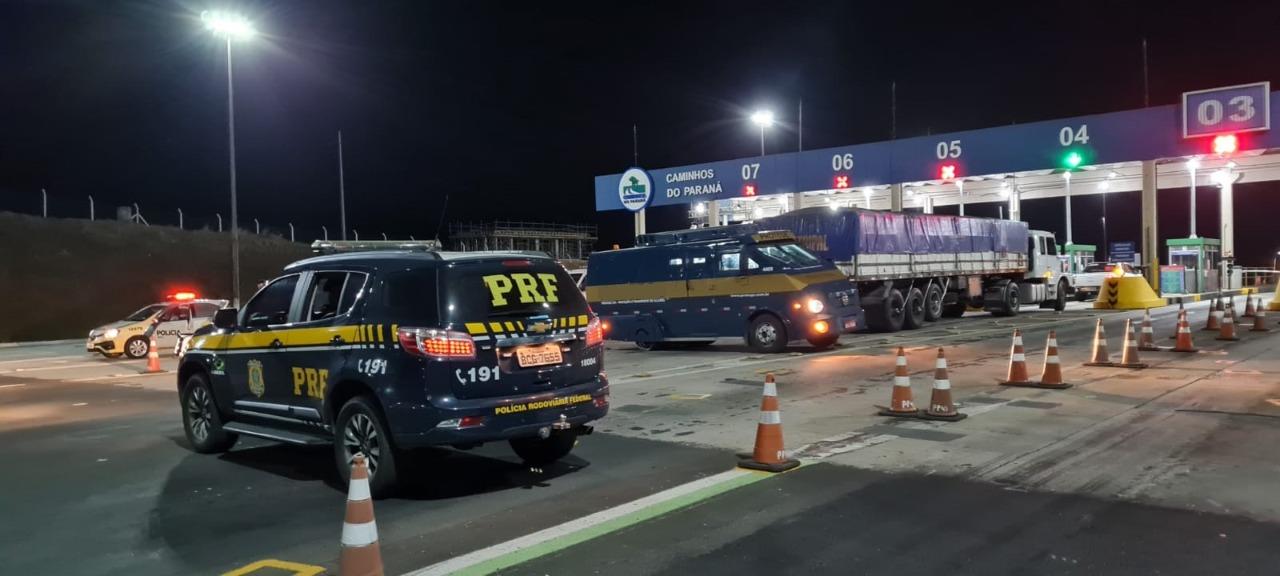 Polícia procura bandidos que tentaram assaltar carro-forte na BR-277
