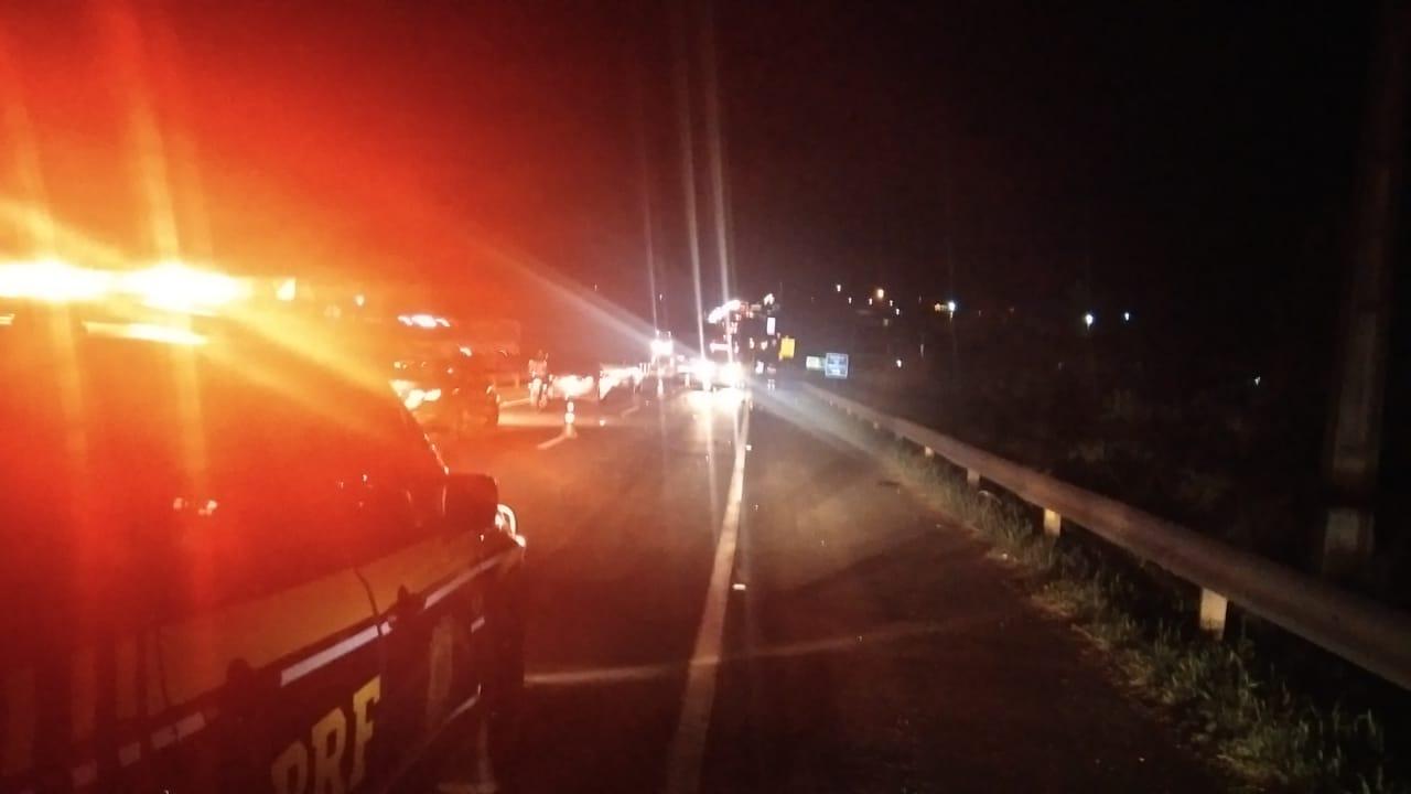 Motociclista morre após colidir em traseira de carro na BR-376