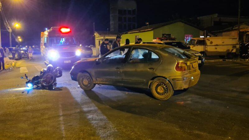 Garupa de moto morre e piloto fica ferido em colisão com carro no Jardim Arapongas