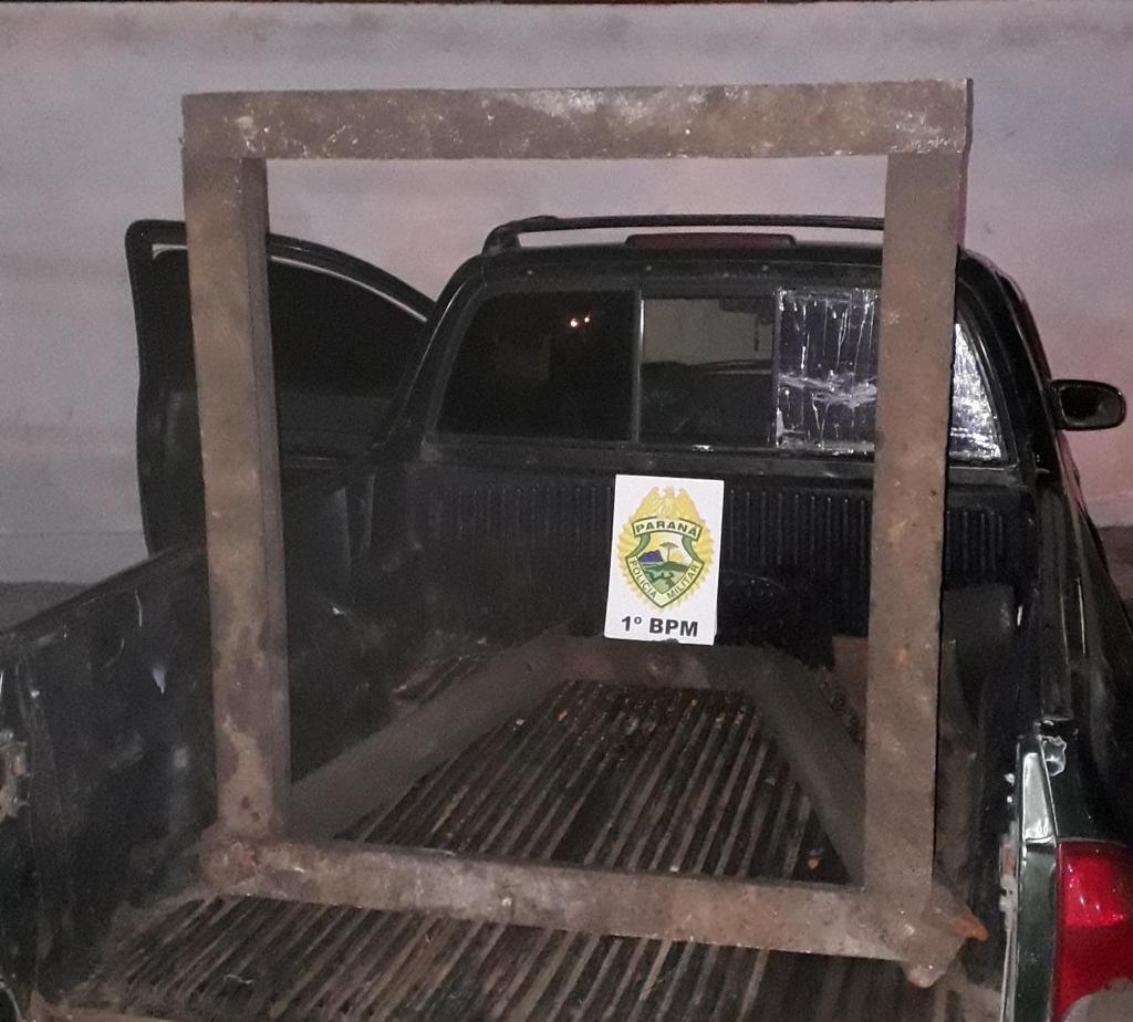 Bloqueio da PM prende trio de roubar peça de oficina em Carambeí