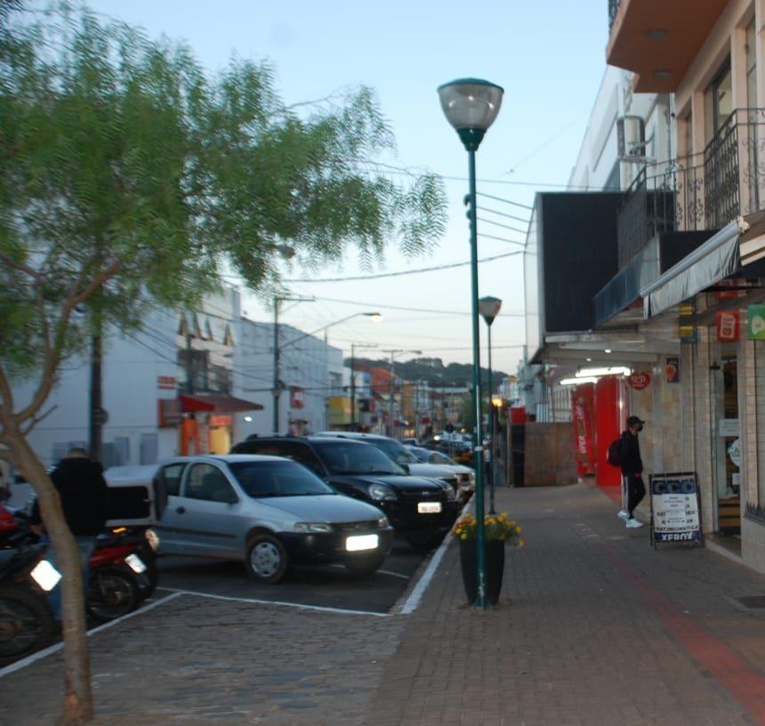 Prefeitura de Castro retira contêineres da Rua Dr Jorge