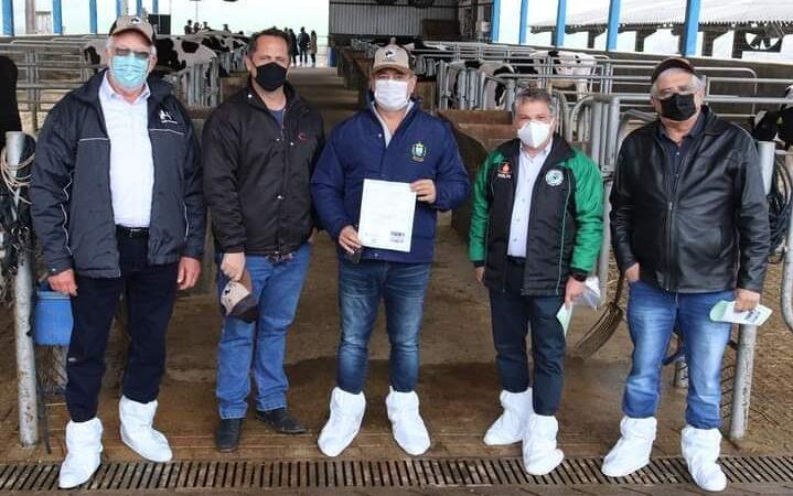 Vaca de Castro é premiada pela maior Produção Vitalícia da América Latina