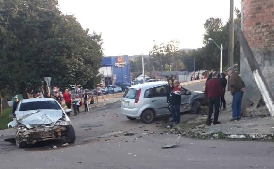 Motorista embriagado provoca acidente no Jardim Colonial
