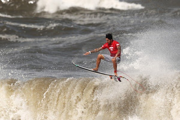 Medina perde bateria e termina na quarta colocação no surf