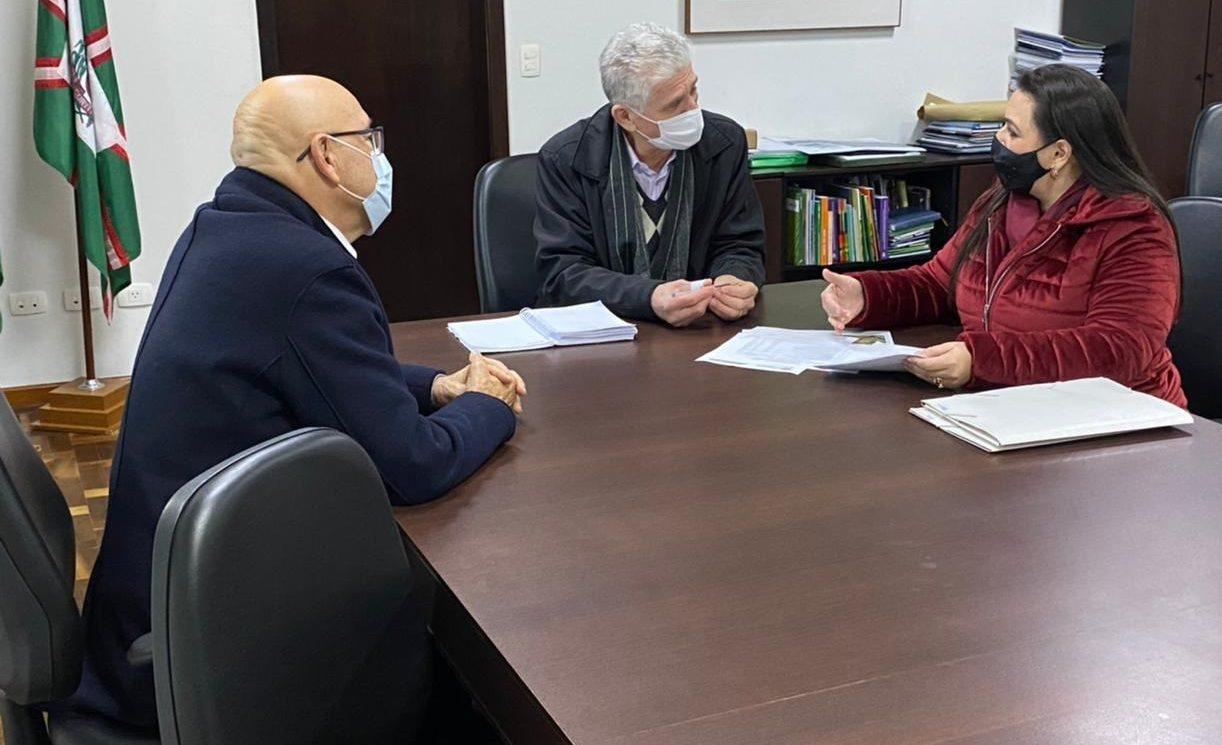 Secretário Ortigara anuncia R$ 5 milhões em calçamento na região rural de Carambeí