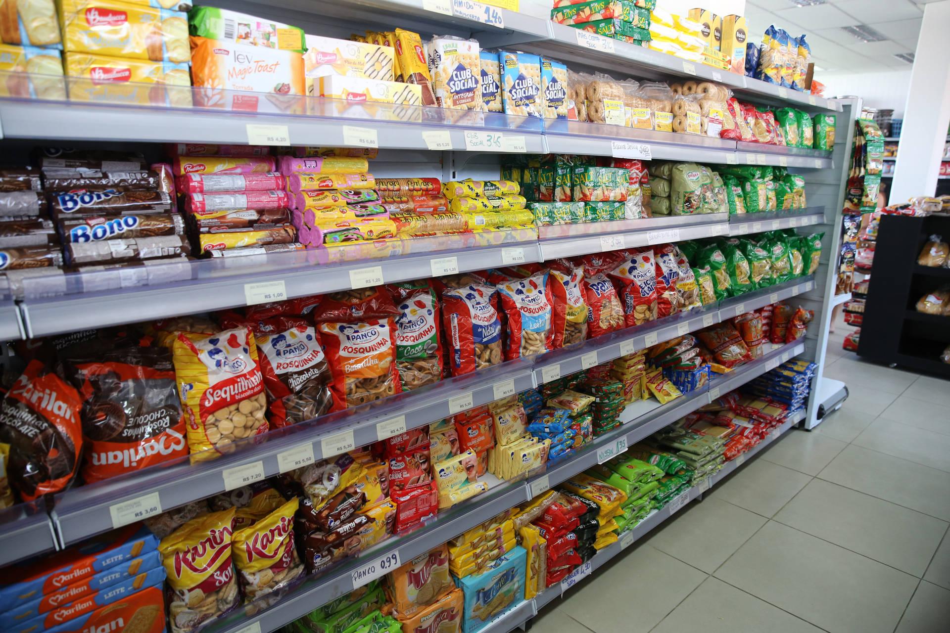 Governo do Paraná altera regra do decreto e amplia horários de funcionamento dos supermercados