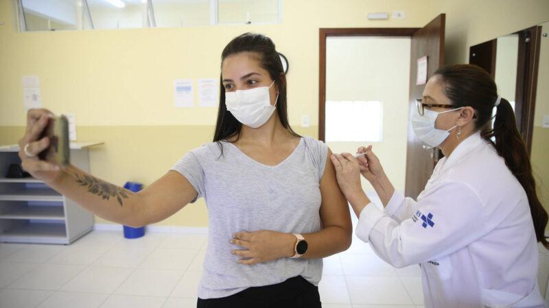 No Paraná 2,1 milhões de pessoas entre 18 e 59 anos já foram vacinadas contra a Covid-19