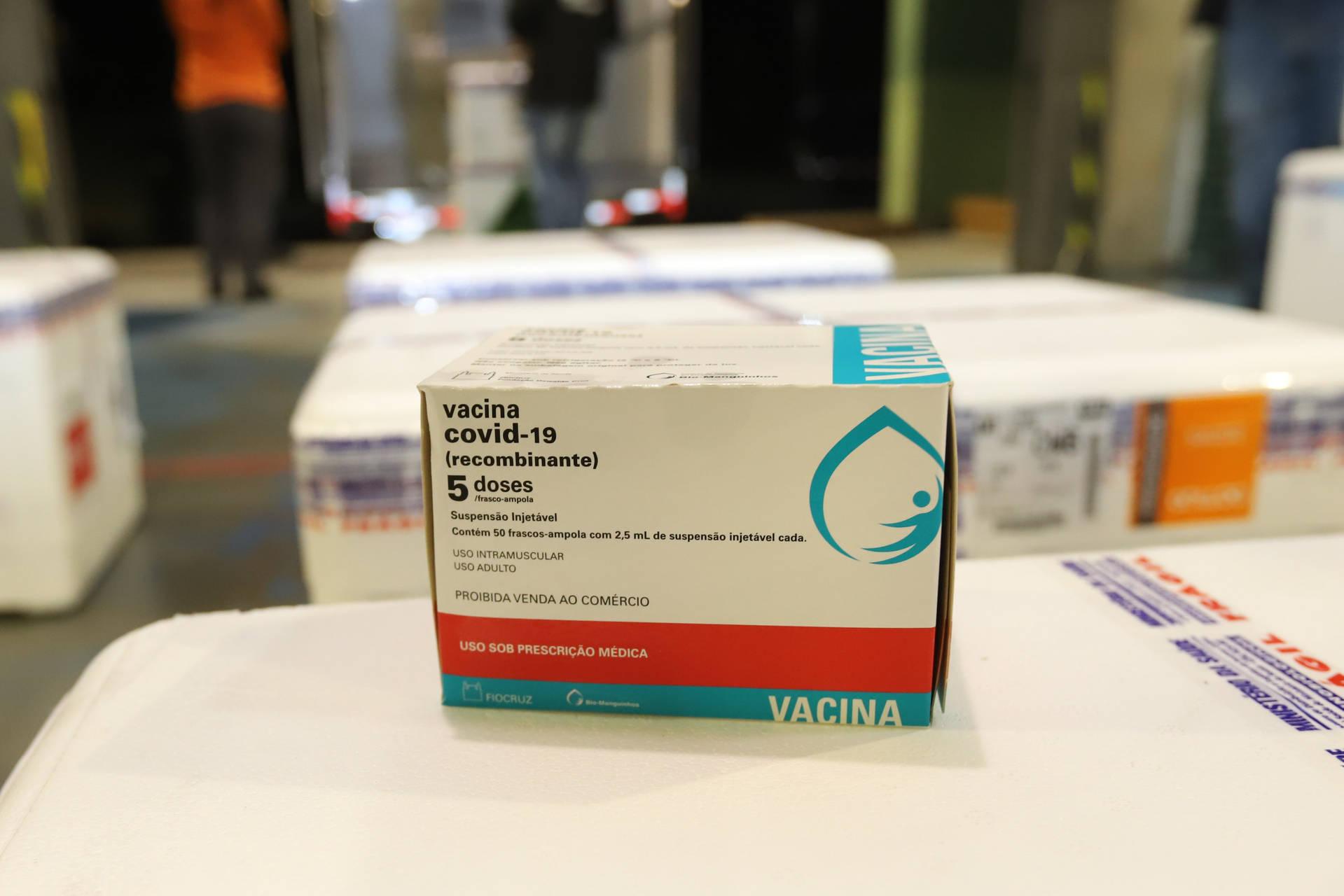 Lote com mais 235,5 mil vacinas contra a Covid-19 chega hoje ao Paraná