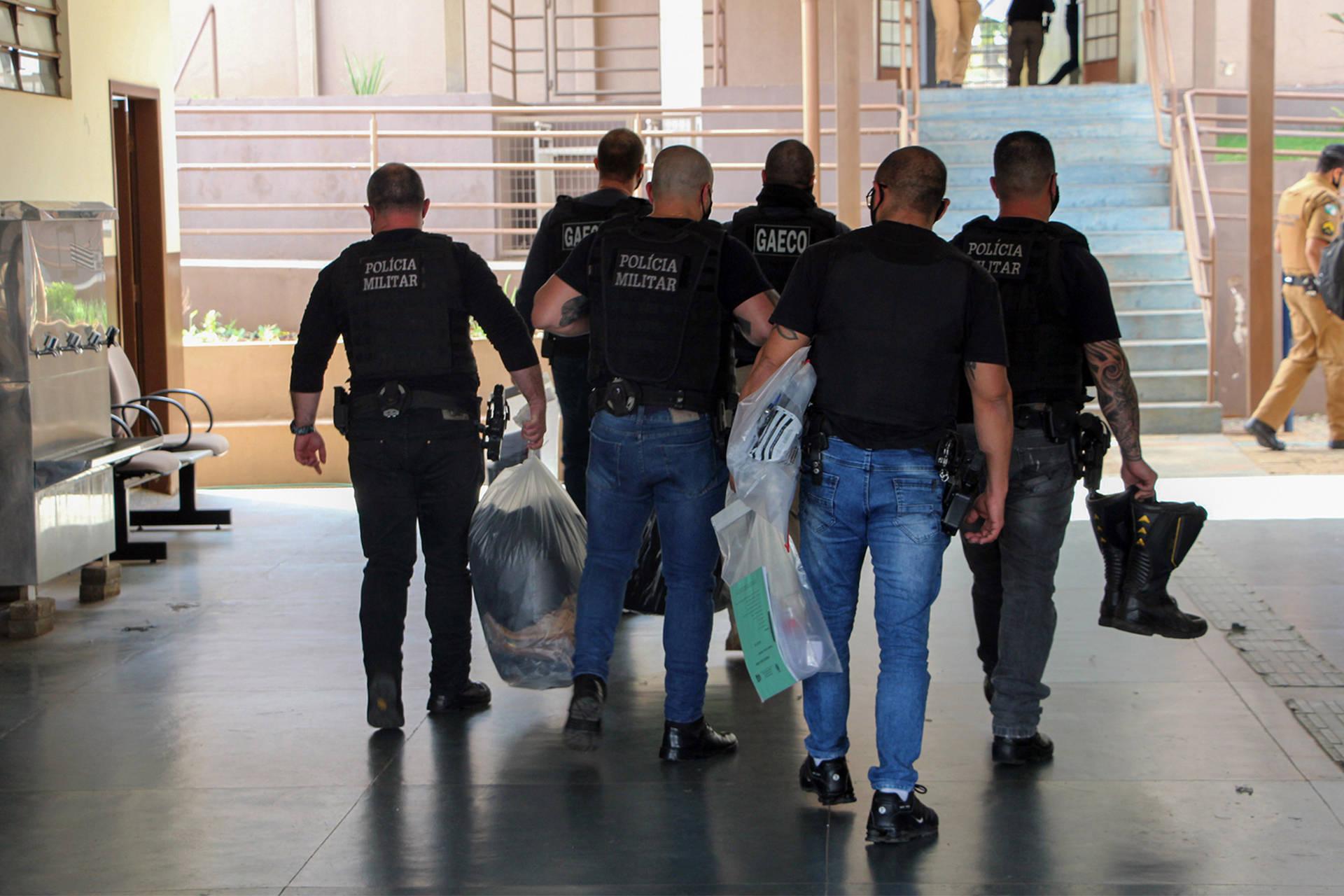 PM e Gaeco deflagram operação contra esquema criminoso de contrabando e prendem 14 policiais
