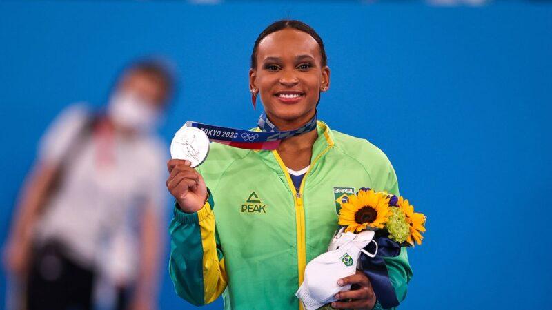 Rebeca Andrade fatura prata, 1ª medalha na ginástica feminina do país