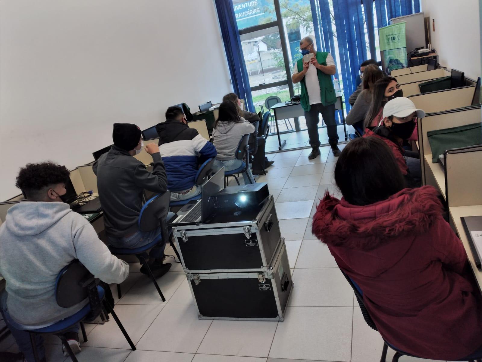 CEJU inicia aulas de informática básica