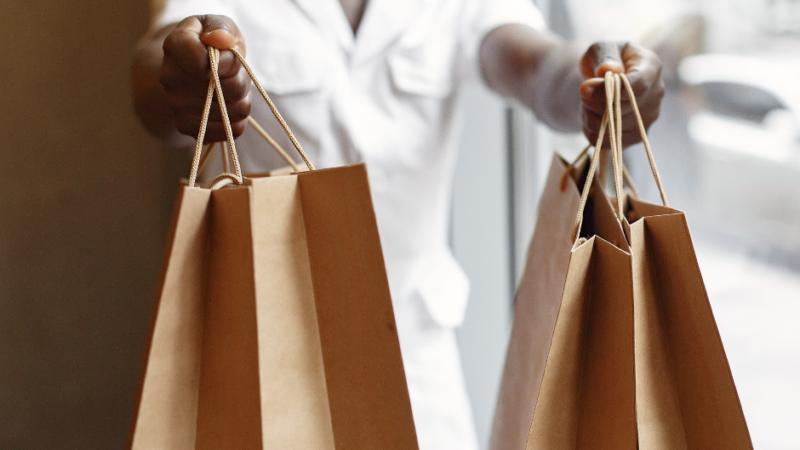 Mais consumidores devem presentear no Dia dos Pais deste ano, no comparativo com 2020