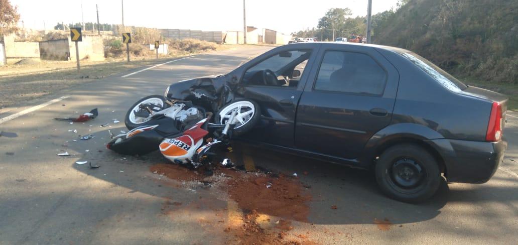 Motociclista e garupa ficam feridos em colisão na PR-340