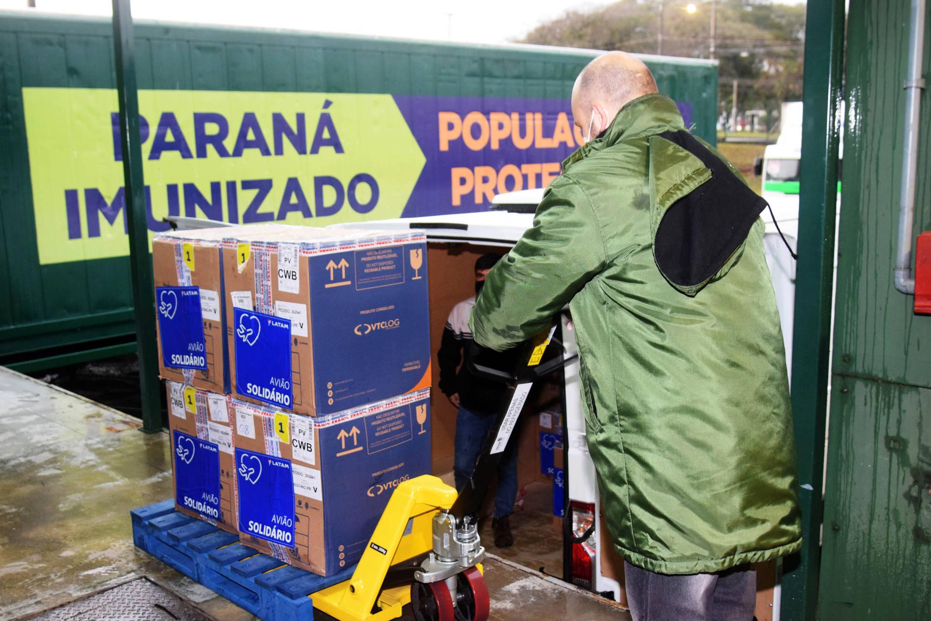 Paraná recebe mais 127,5 mil vacinas contra a Covid-19