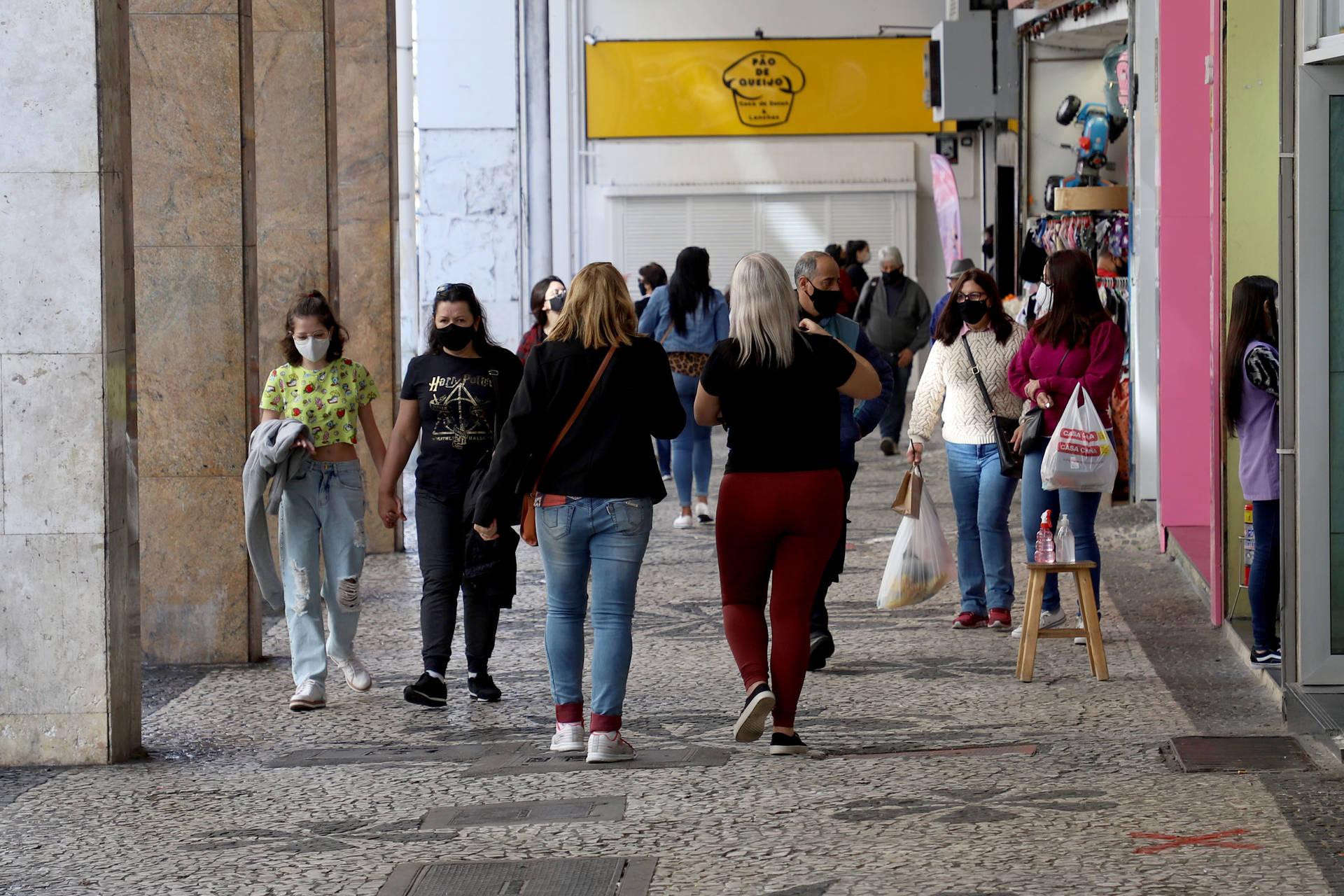 Comércio paranaense cresce 8% no primeiro semestre de 2021, aponta IBGE