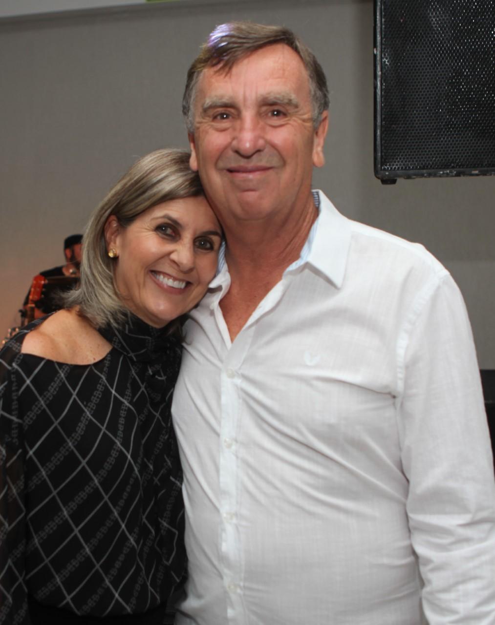 Clarice Amélia Martins Cotrim Teixeira e Gilmar Tadeu Costa Teixeira
