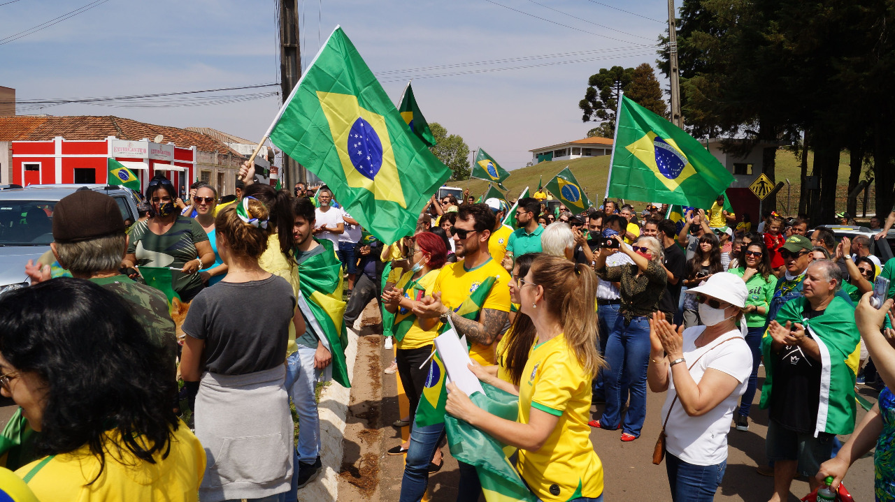 Castro dá exemplo e faz gigantesca carreata pró-Bolsonaro e pelo Brasil no 7 de Setembro