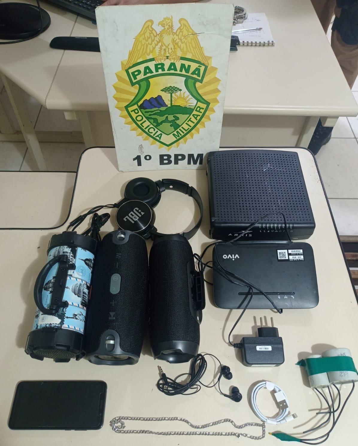Dupla furta caixas de som de comércio em Jaguariaíva