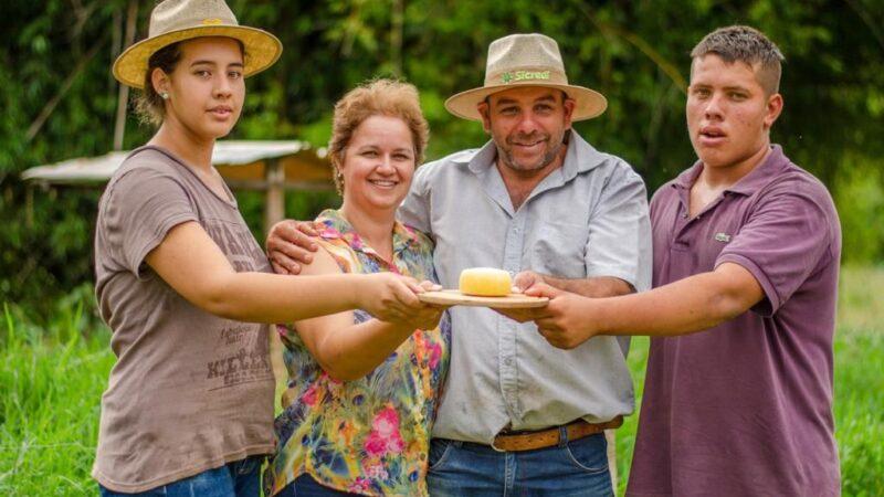 Família paranaense fatura medalha de prata em concurso de queijo mais importante do mundo
