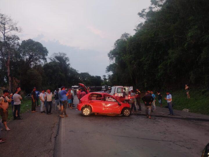 Colisão frontal entre carro e caminhão mata quatro pessoas na PR-460