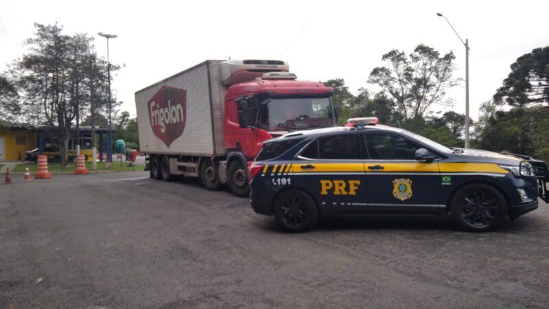 PRF recupera caminhão e resgata motorista de assalto na região