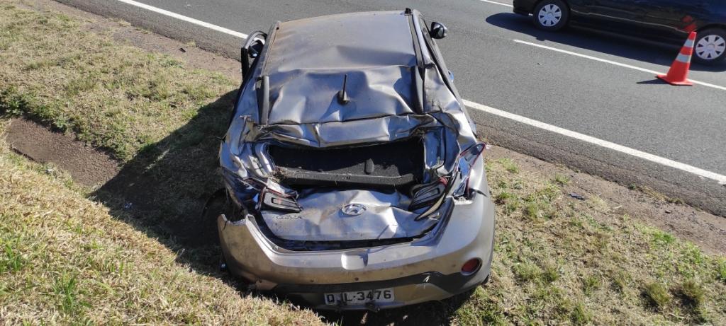 Carro capota e deixa motorista ferido na PR-151