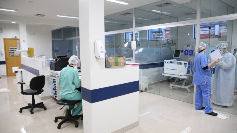Paraná registra menor taxa de ocupação de leitos de UTI Covid-19 em 11 meses