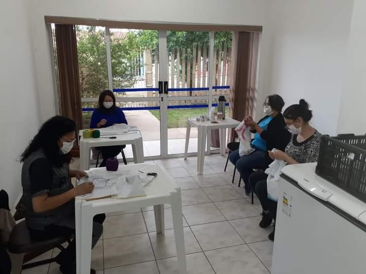 Cras de Carambeí retoma atividades pós-pandemia com aulas de artesanato