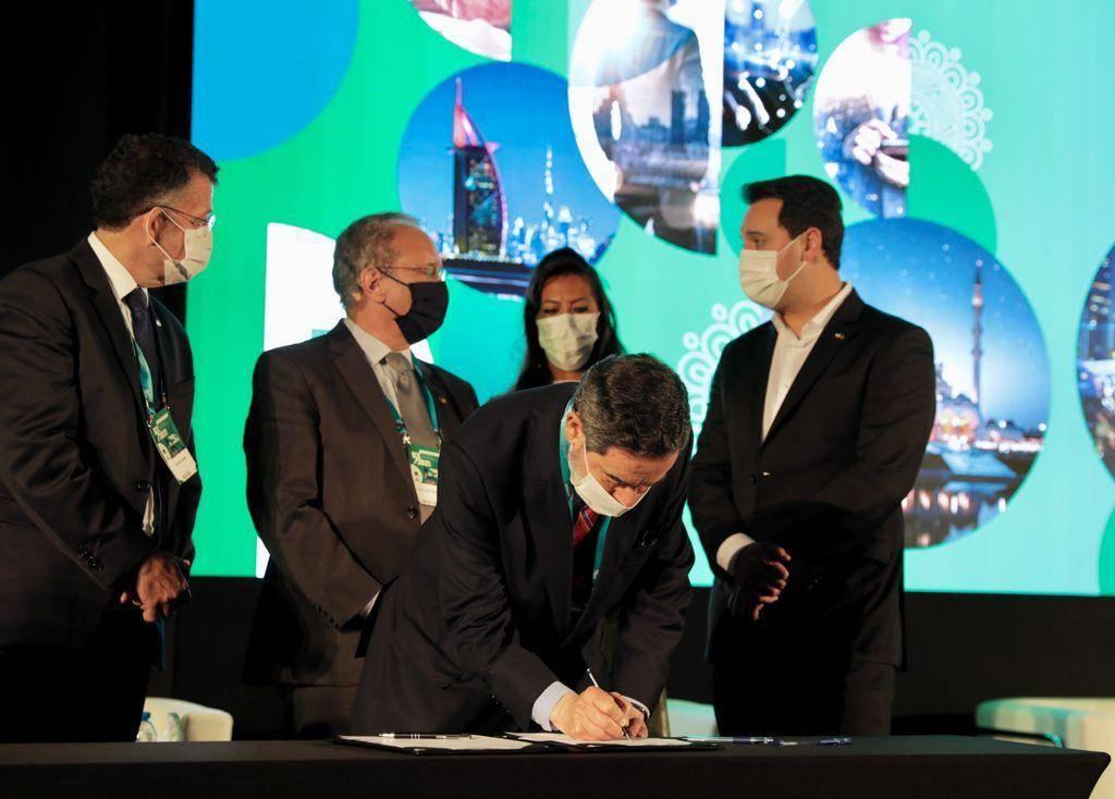 Paraná e Câmara de Comércio Árabe-Brasileira formalizam acordos para intensificar a parceria